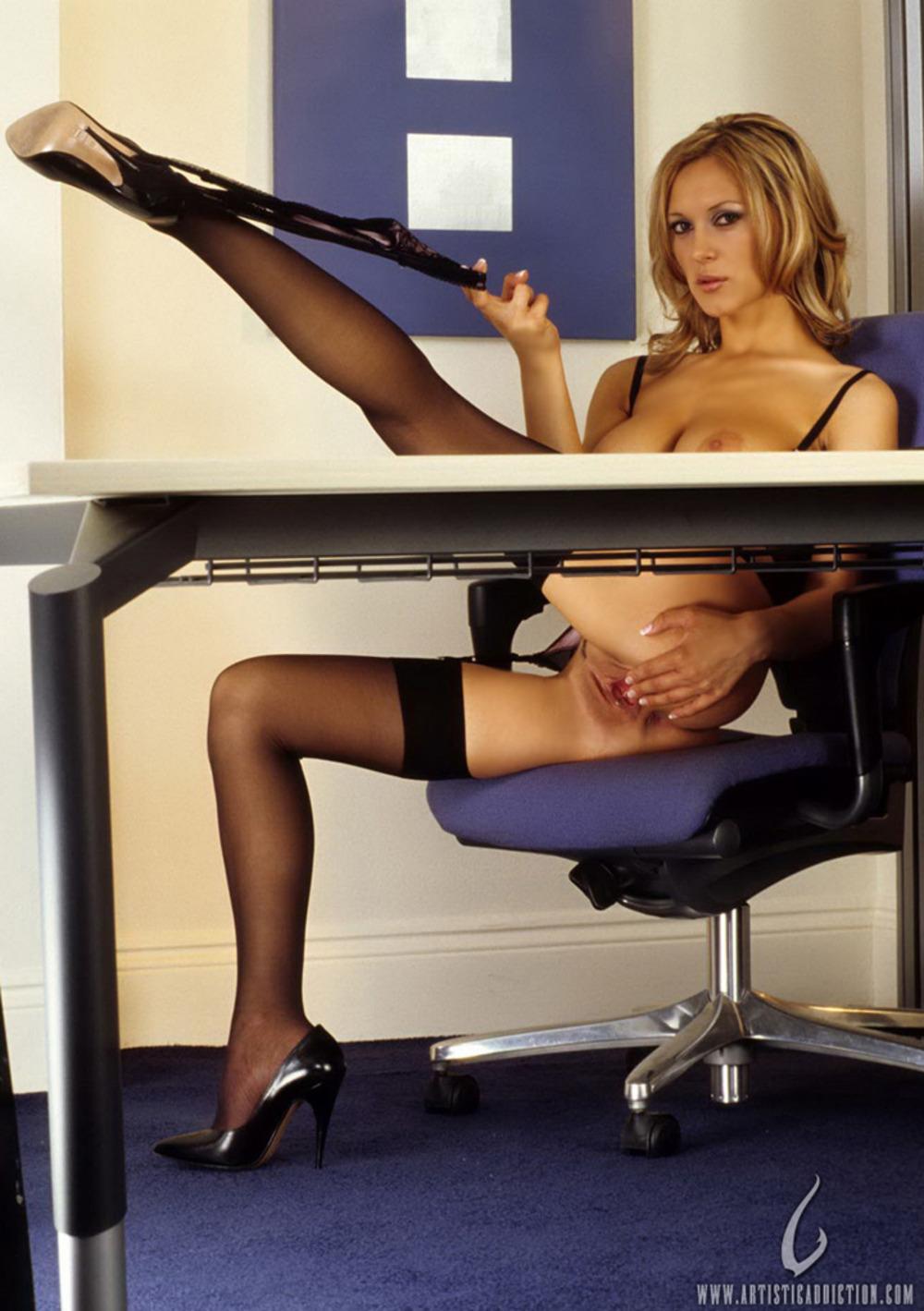 Сексуальная секретарша стриптиз 2 фотография