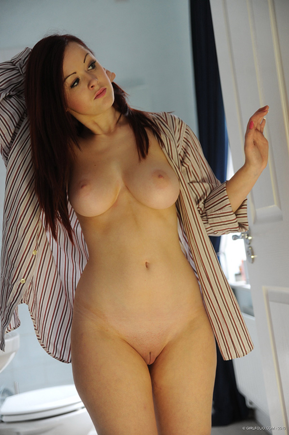 С голые фото девушки выпуклыми формами